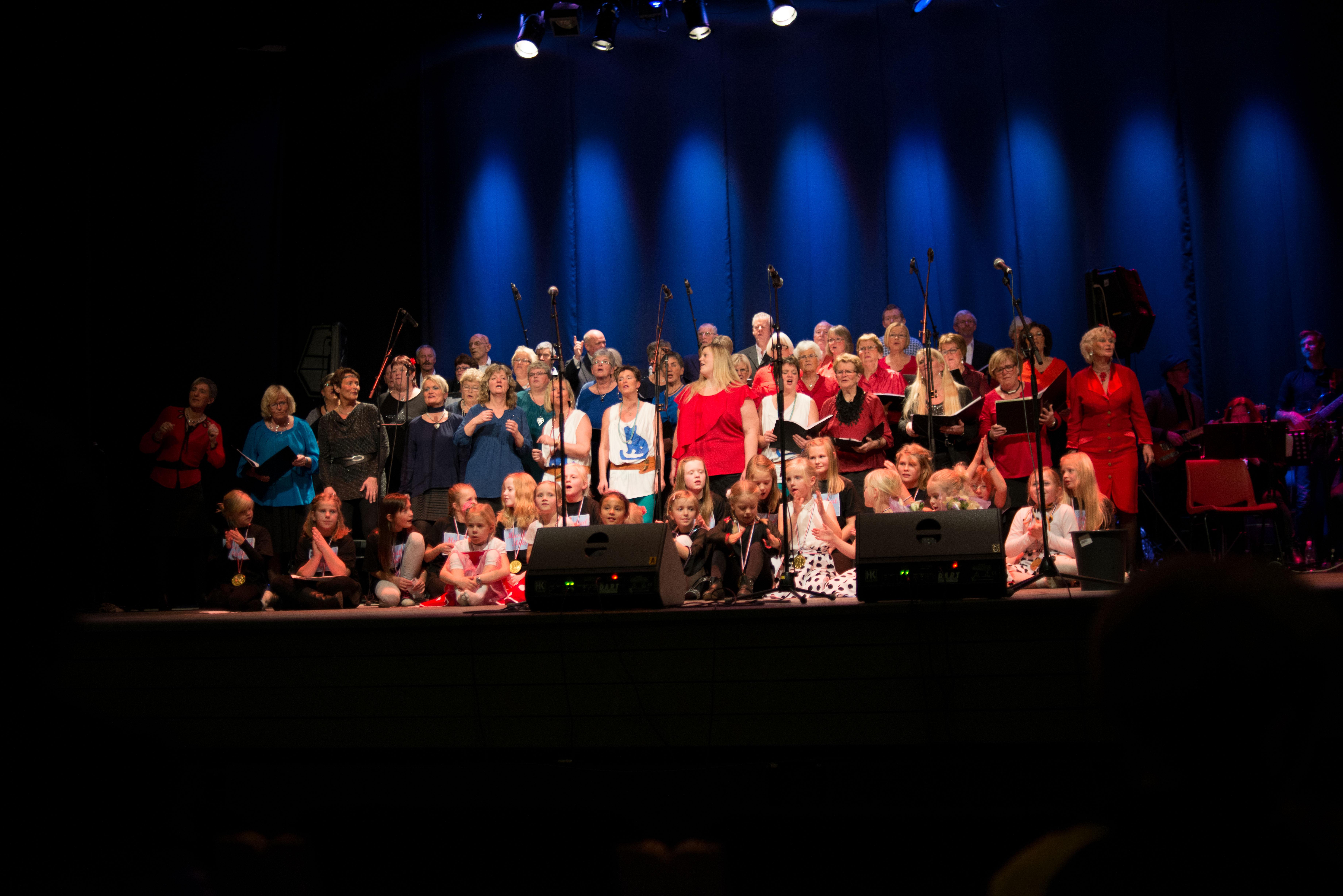 Felleskoret og barna - Musikalmix 2013 - Foto: Sian O'Hara
